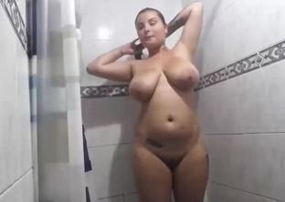 Femmes bathroom naked
